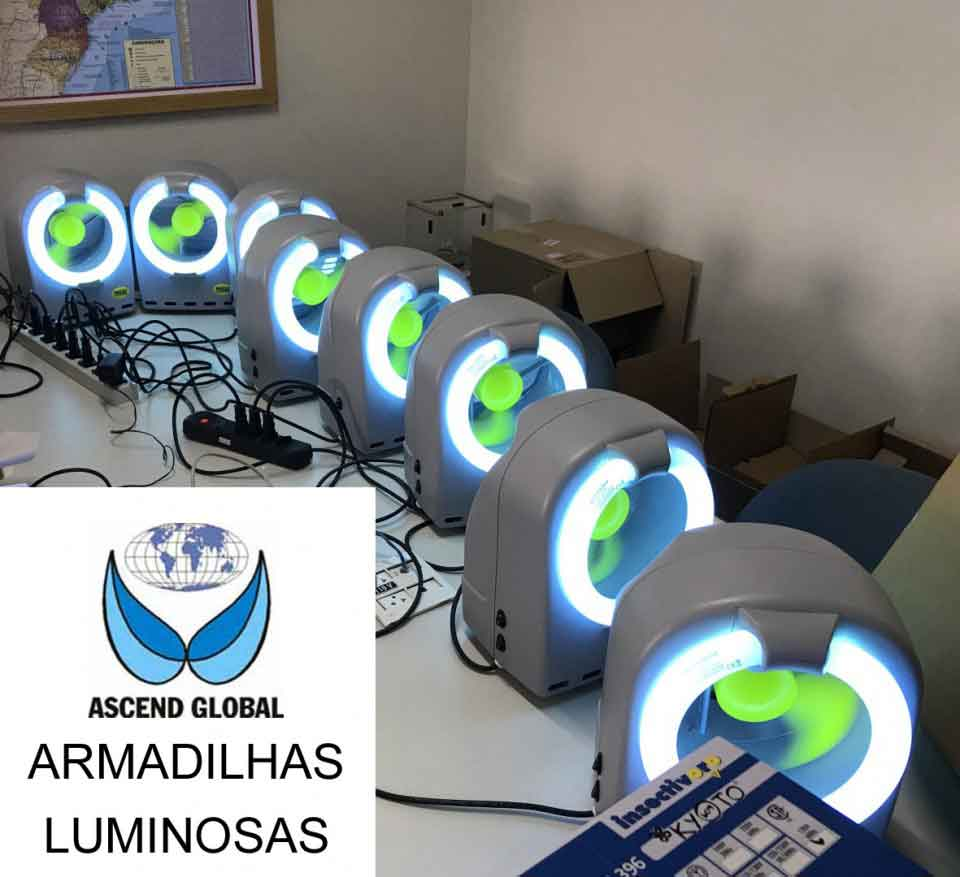 Eight Traps being tested-Oito Armadilhas Luminosas Testadas