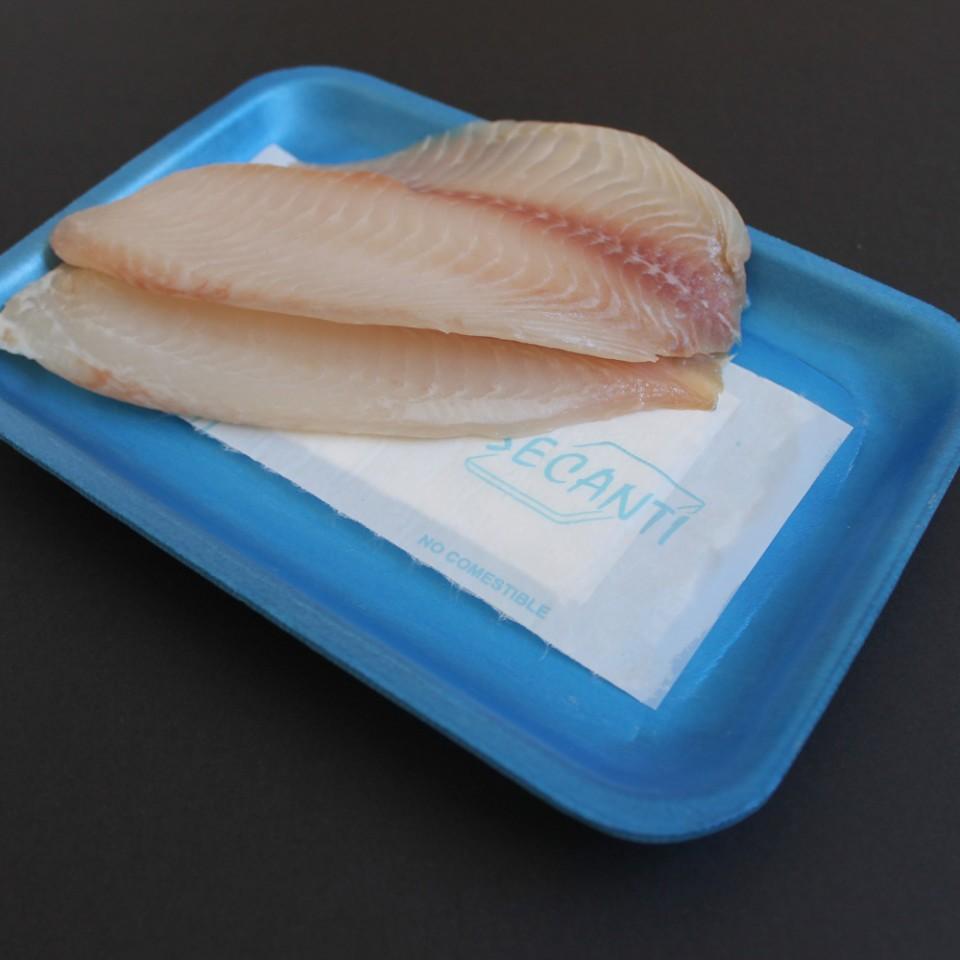 Aspecto em embalagem azul com peixe.
